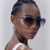 Alexander McQueen 2021年早春系列饰钉镜片太阳镜-品牌新闻