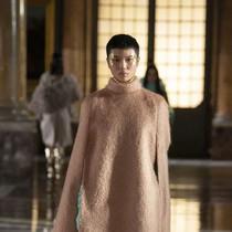 那條最能造夢的裙子,在Valentino的秀上找到了-趨勢報告