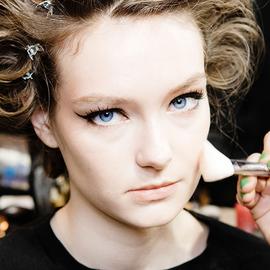 化妆师告诉你使用粉底的绝佳窍门