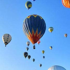 季节限定热气球即将起航  漫游仙境之上触摸秋日天空