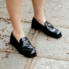 站穩這個秋天的時髦C位,我憑的是這雙百搭樂福鞋!