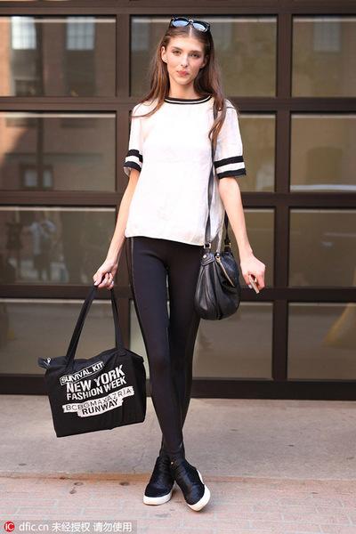不就是一件白T恤 凭什么她们可以穿的这么时髦?