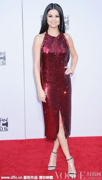 Gigi Hadid、Kendall Jenner争艳,全美音乐奖精彩红毯