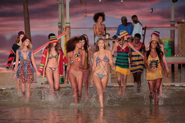 跟着Vogue 的十步秘诀,让你在夏天美美地去海边