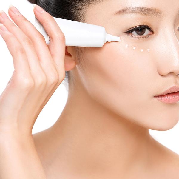 每天涂防晒霜的时候你注意过眼周肌肤的防护问题吗?