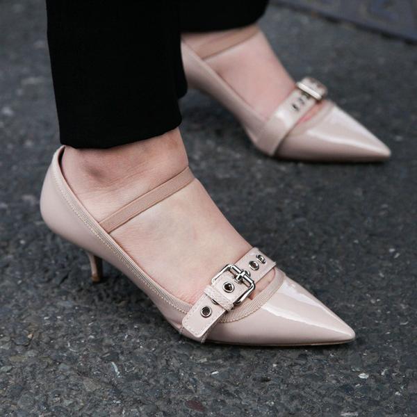 早秋鞋子怎么选 试试最显腿长的裸色鞋