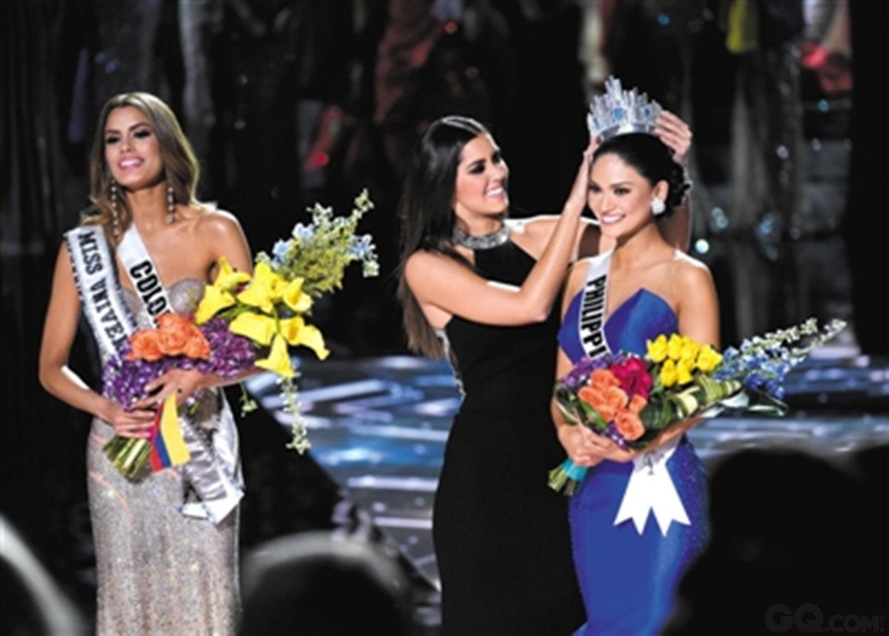 不止国内,国外也有出现过一些令人啼笑皆非的口误。全年环球小姐颁奖典礼上,主持人在颁奖过后不到两分钟,尴尬的宣布自己报错了,冠军其实是菲律宾姑娘。而那位哥伦比亚的姑娘只能尴尬的把皇冠还给她,心疼那姑娘。