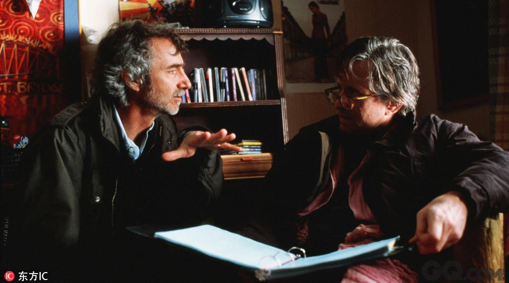 柯蒂斯·汉森曾跟布莱恩·海尔格兰德一起工作了数月之久,来改编获得奥斯卡的影片《洛城机密》,他也凭借担任该片的导演和制作人获得了奥斯卡提名,该片被誉为自1974年的《唐人街》以来最好的黑色电影。这部罪案片的主演包括凯文·史派西、罗素·克劳、盖·皮尔斯和金·贝辛格,其中金·贝辛格凭借该片获得了小金人。在1997年的戛纳电影节上,该片被提名为金棕榈最佳影片候选。