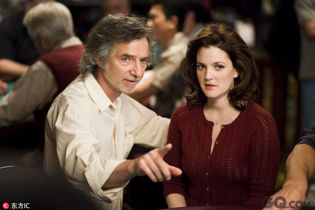 柯蒂斯·汉森其它参与制作的电影还包括1979年的《空手道少年》,1983年的《狼踪》,2007年的《幸运牌手》,以及2011年HBO电视台出品的电影《大而不倒》。
