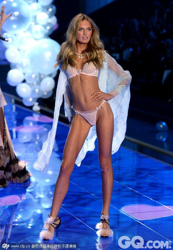 2014维多利亚的秘密内衣秀(2014 Victoria's Secret Fashion Show)。梦中女孩(Dream Girl)系列内衣。