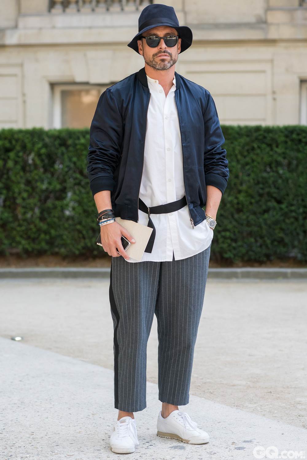 Alex Hat: Borsalino Jacket: Dries Van Noten Shirt: Rag & Bone Pants: Sacai Sneakers: Rebook  Inspiration: I just wanted to play with color blocking and between blue and white Oldest piece: My hat bought a few years ago in Milan (我只想玩转蓝白色块的配搭)