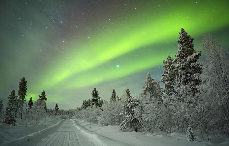 二月份是去芬兰的拉普兰观赏奇幻极光的最佳时间。此外,冰岛、拉普兰和安道尔的寒冷环境非常适合登山、滑雪、看北极光。而南半球的绝佳选择包括到洪都拉斯潜水、参加里约热内卢狂欢节以及诱人的阿根廷葡萄酒之旅。