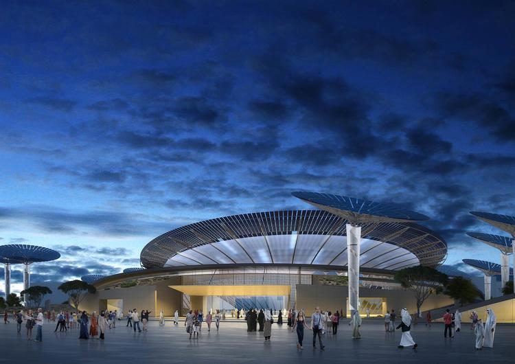"""而与这一项目同步进行的,还有另外两个主题馆——""""Opportunity Pavilion""""以及""""Mobility Pavilion"""",分别由丹麦著名建筑设计事务所 BIG 和英国著名建筑事务所 Foster+Partners 主持设计。这三个馆呼应的是迪拜世博会的""""流动性、可持续性和机遇""""这三大主题。这两座建筑的造型,追求的也是一种未来感。"""