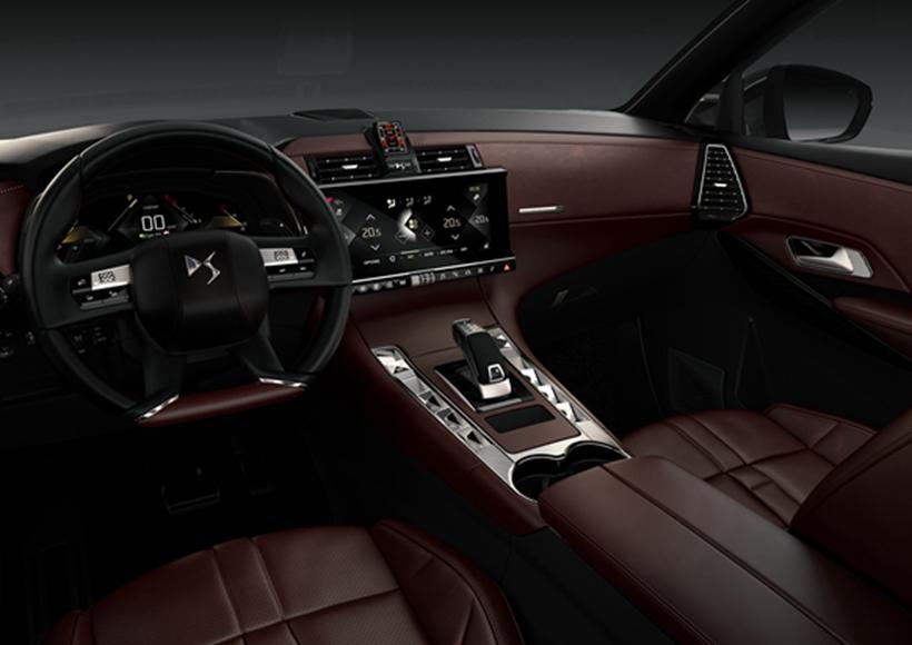 """不仅仅是交货期要早于普通版本的DS 7,三种特殊车身颜色(珍珠白、金属灰、Perla Nera黑)以及独有的20英寸铝合金轮圈都让这辆""""La Premiere""""别具一格。"""