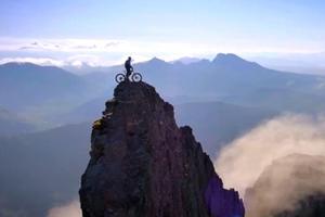 单车高手的悬崖惊险之旅