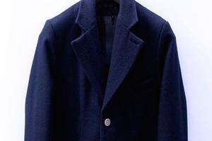 冬季衣橱:给自己来件深沉的大衣