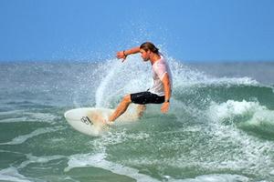 海边度假花式玩法 好莱坞明星避暑有良方