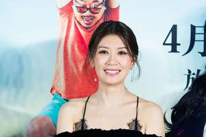 贾静雯亮相《有完没完》发布会 与影帝范伟热聊贡献表情包