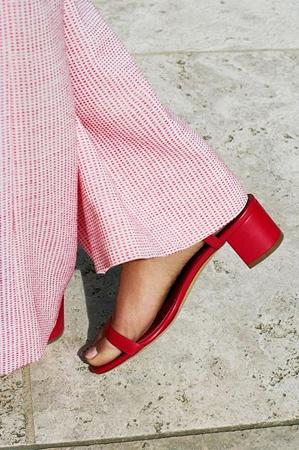 亚洲人最适合的红色 穿在脚上更好看