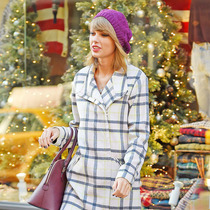 明星街拍:冬天最温暖的事,就是带上一顶绒线帽-明星街拍