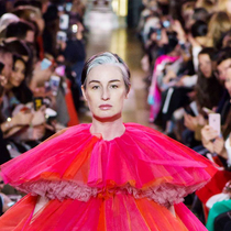 #SuzyCouture: Schiaparelli: Flowers, Stars And Dreams-Suzy Menkes专栏