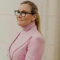 Apple's Angela Ahrendts On Re-Energising Retail-Suzy Menkes专栏