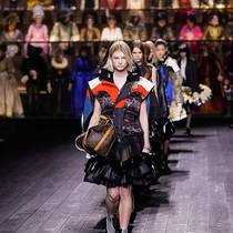 #SuzyPFW: Louis Vuitton Sweeps Across History-Suzy Menkes专栏